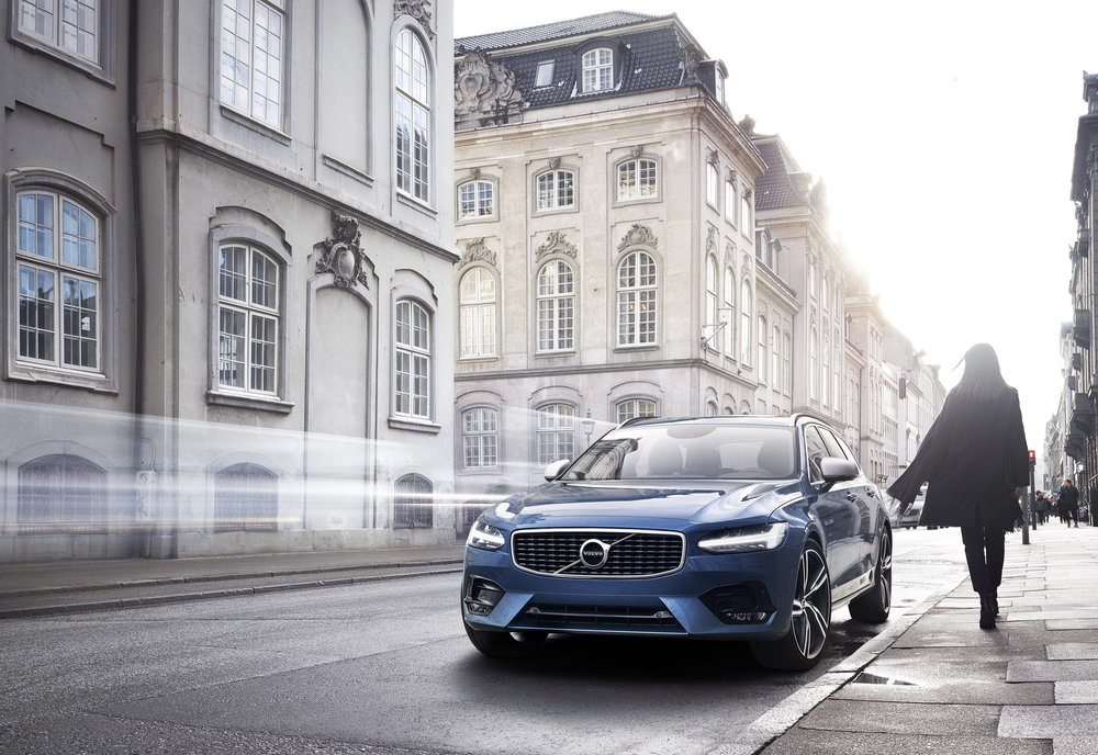 13-Volvo-V90-R-Design.jpg
