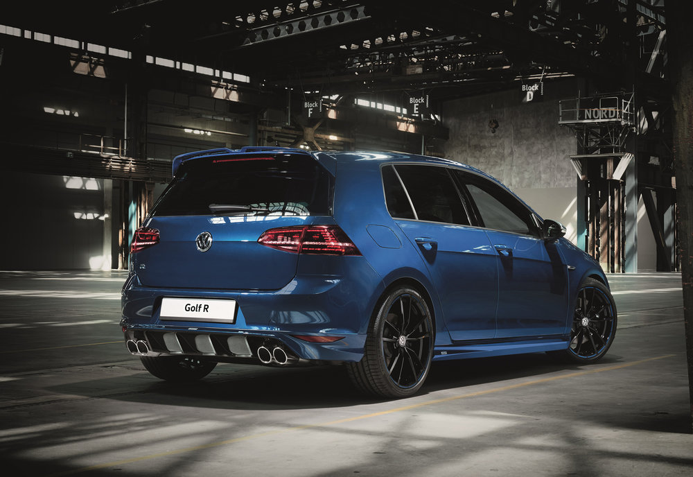 Volkswagen-Performance-Golfs-and-Oettinger-R-back.jpg