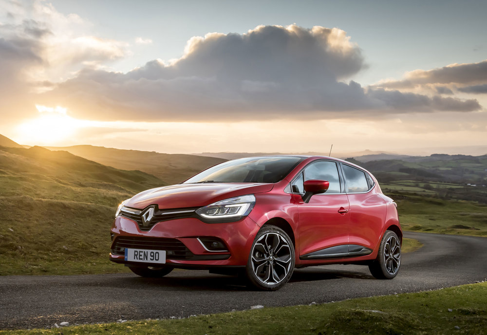 RENAULT-CLIO-ADDS-NEW-TOP-OF-THE-RANGE-VERSION--(1).jpg