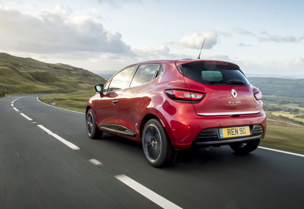 RENAULT-CLIO-ADDS-NEW-TOP-OF-THE-RANGE-VERSION--(3).jpg