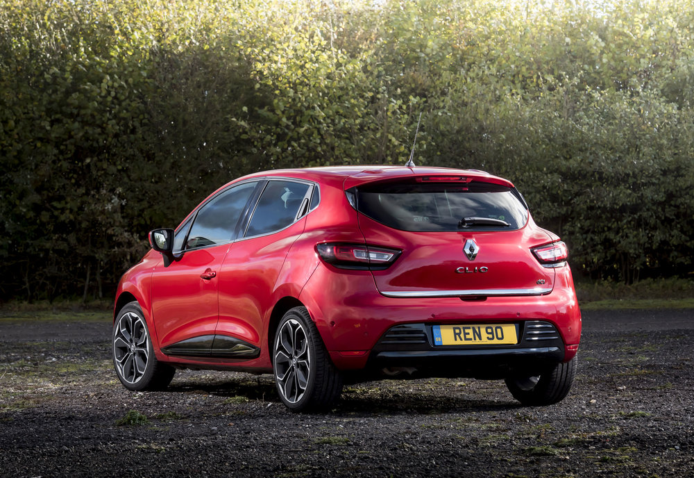 RENAULT-CLIO-ADDS-NEW-TOP-OF-THE-RANGE-VERSION--(4).jpg