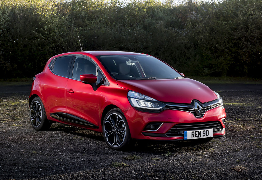 RENAULT-CLIO-ADDS-NEW-TOP-OF-THE-RANGE-VERSION--(5).jpg
