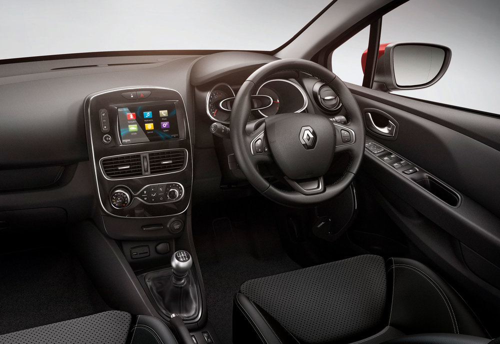RENAULT-CLIO-ADDS-NEW-TOP-OF-THE-RANGE-VERSION--(7).jpg