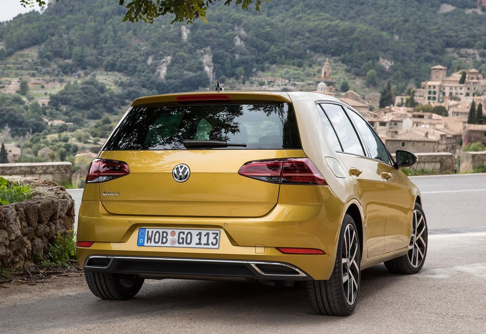 New-Volkswagen-Golf-2017-(2).jpg