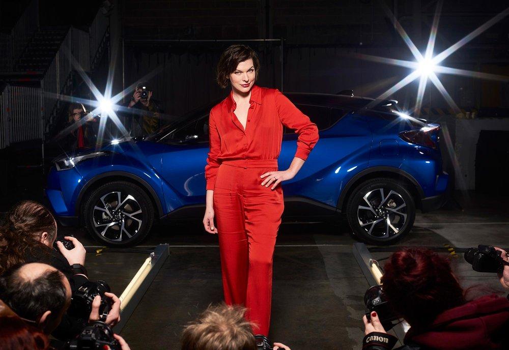 Milla-Jovovich-Toyota-C-HR-2.jpg