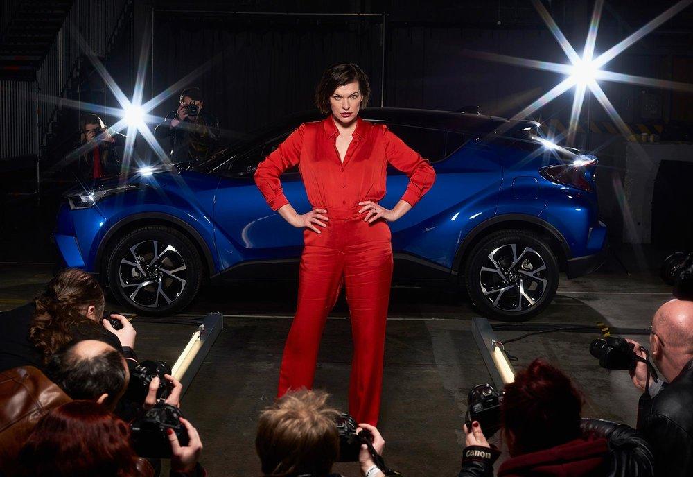 Milla-Jovovich-Toyota-C-HR-3.jpg