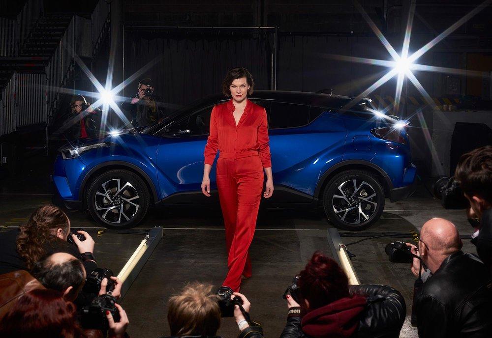 Milla-Jovovich-Toyota-C-HR-4.jpg