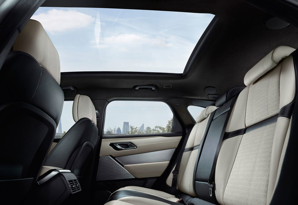 RR_Velar_18MY_280_GLHD_FIXED_Interior_010317.jpg