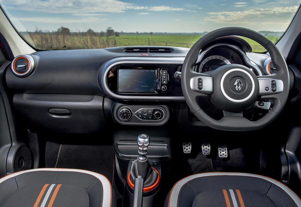 Renault_Twingo_GT_-_UK_-_Dec_2016_(36).JPG