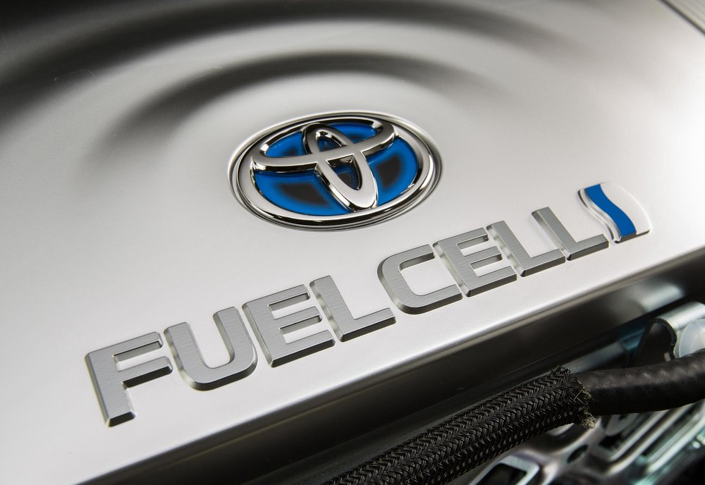 2016_Toyota_Fuel_Cell_Vehicle_016.jpg