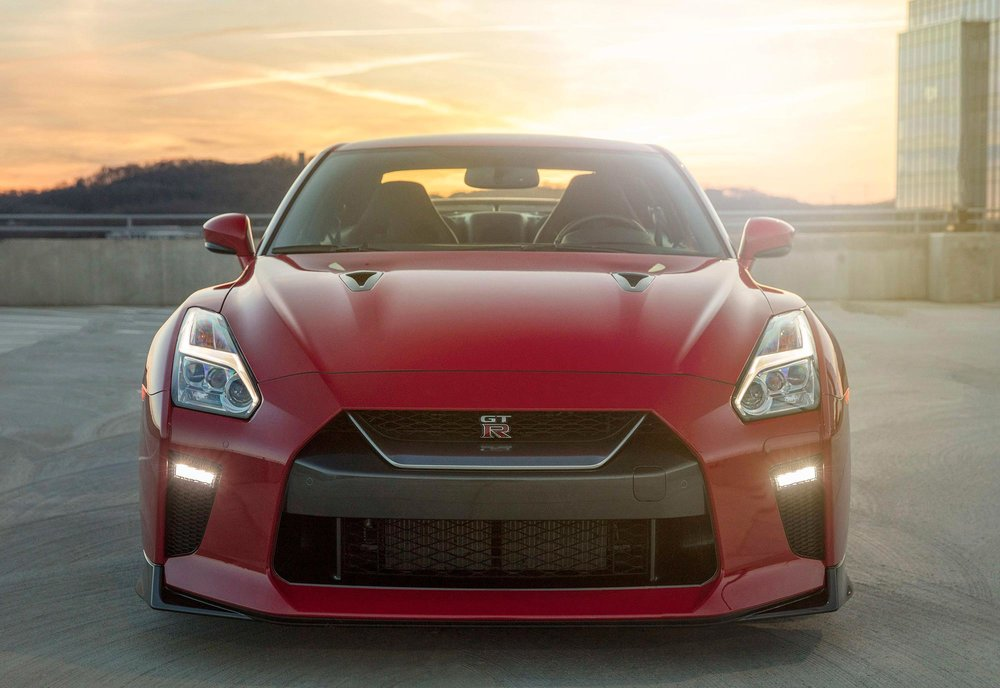 2017_Nissan_GT_R_Track_Edition_06.jpg