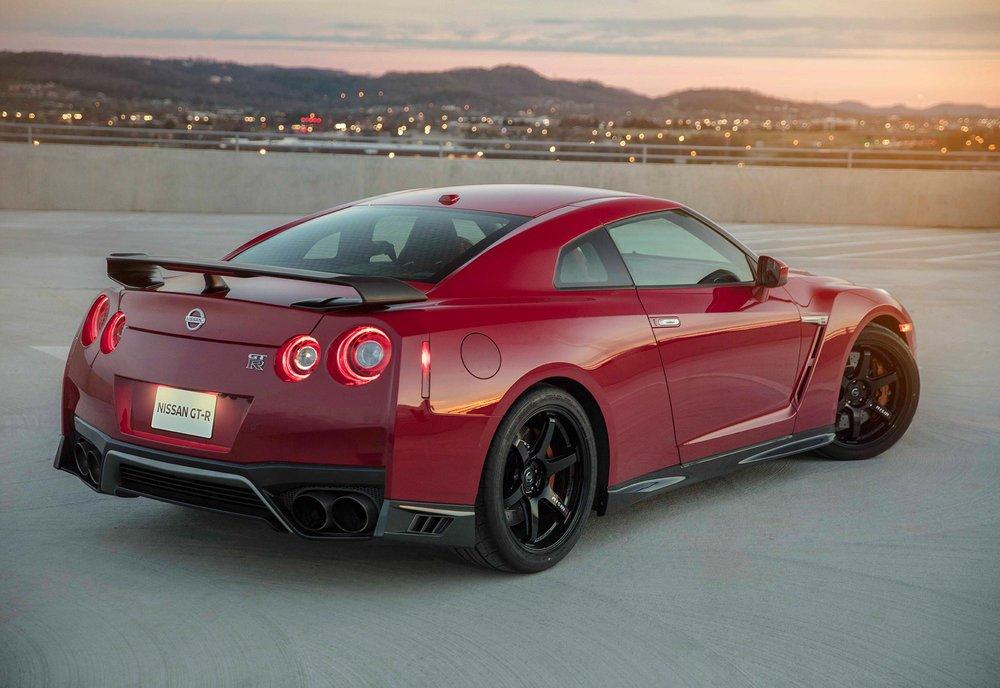 2017_Nissan_GT_R_Track_Edition_16.jpg