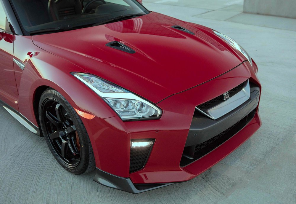 2017_Nissan_GT_R_Track_Edition_14.jpg
