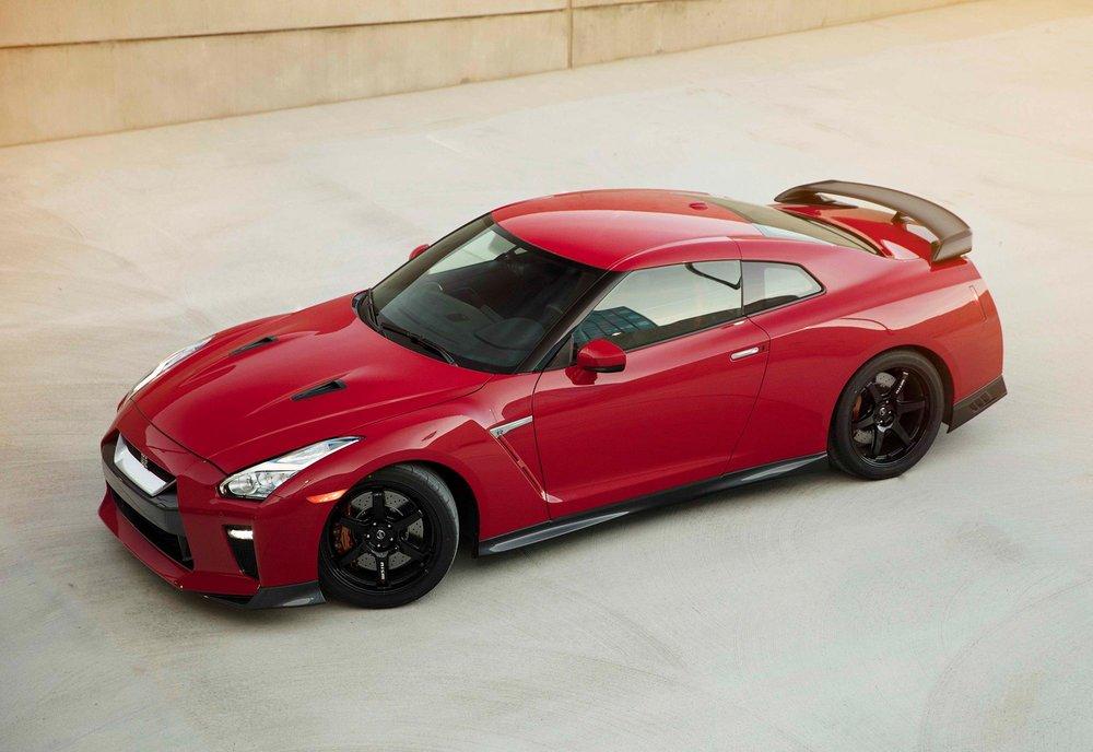 2017_Nissan_GT_R_Track_Edition_01.jpg