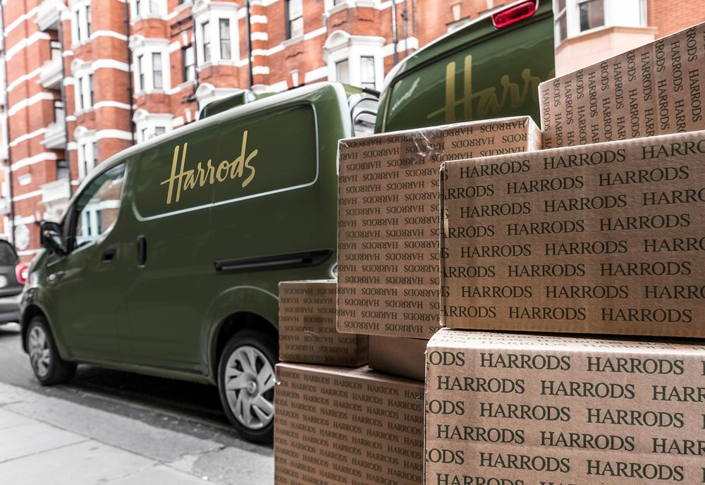 426187334_All_electric_Nissan_e_NV200_revolutionises_iconic_Harrods_delivery_fleet.jpg