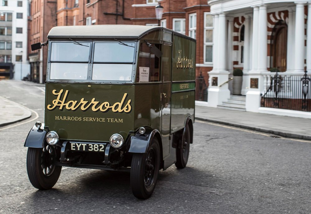 426187335_All_electric_Nissan_e_NV200_revolutionises_iconic_Harrods_delivery_fleet.jpg