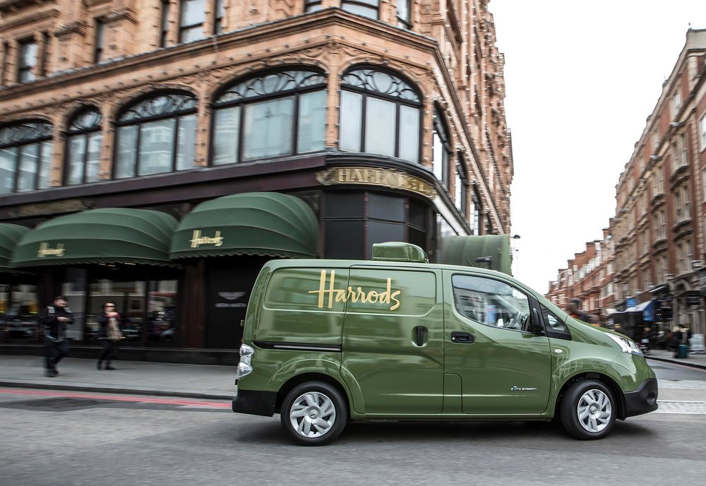 426187337_All_electric_Nissan_e_NV200_revolutionises_iconic_Harrods_delivery_fleet.jpg