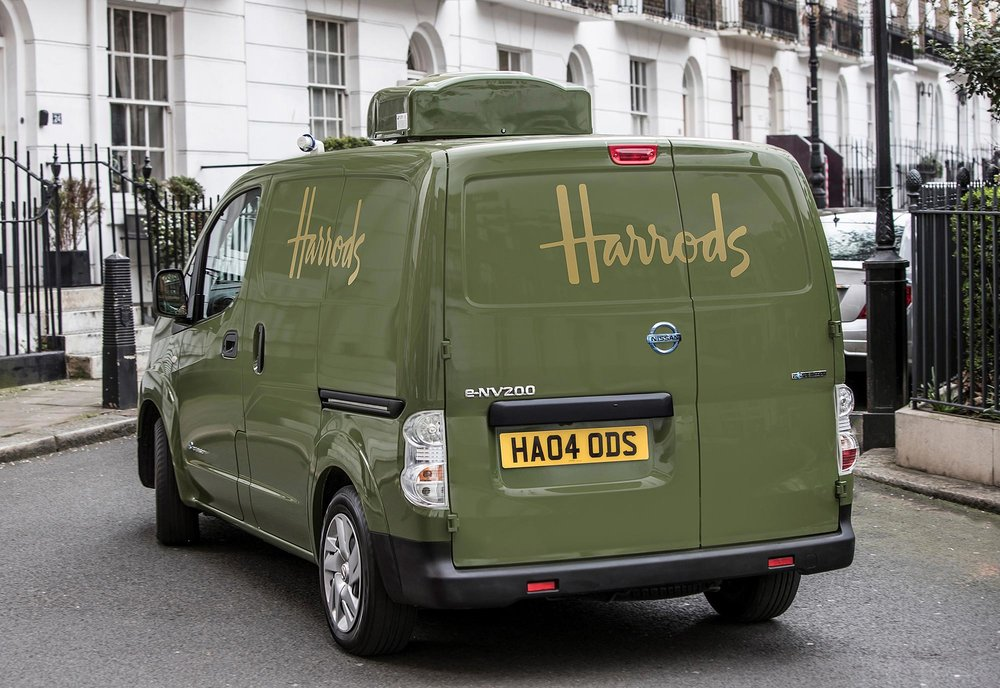 426187338_All_electric_Nissan_e_NV200_revolutionises_iconic_Harrods_delivery_fleet.jpg