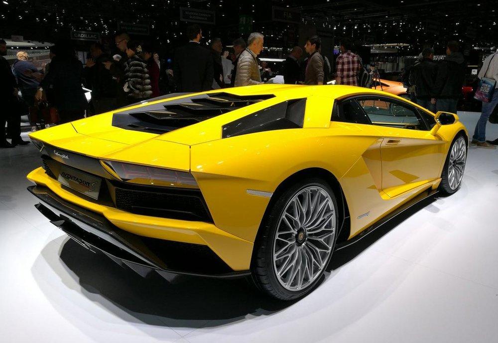 Lamborghini-Aventador-S-(3).jpg