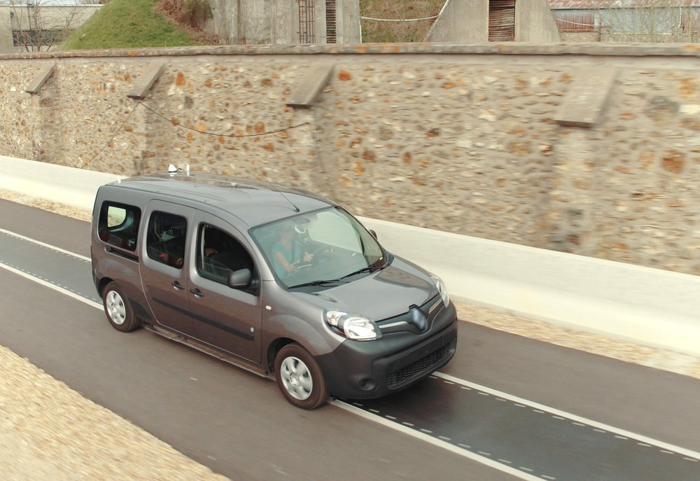 RENAULT-KANGOO-Z.E.-A-FUTURE-OF-NEVER-PLUGGING-IN-ELECTRIC-VEHICLES-180517-(3).jpg