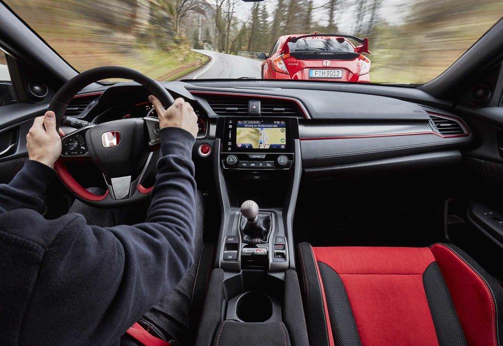 2017-Honda-Civic-Type-R-(23).jpg