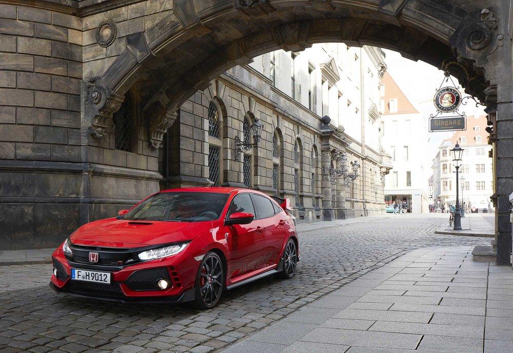 2017-Honda-Civic-Type-R-(24).jpg