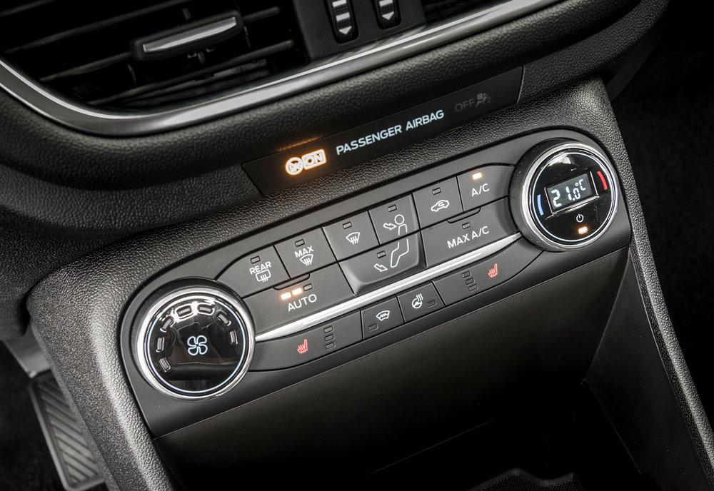 2017_Ford_Fiesta_Titanium_Wave_Blue_085.jpg
