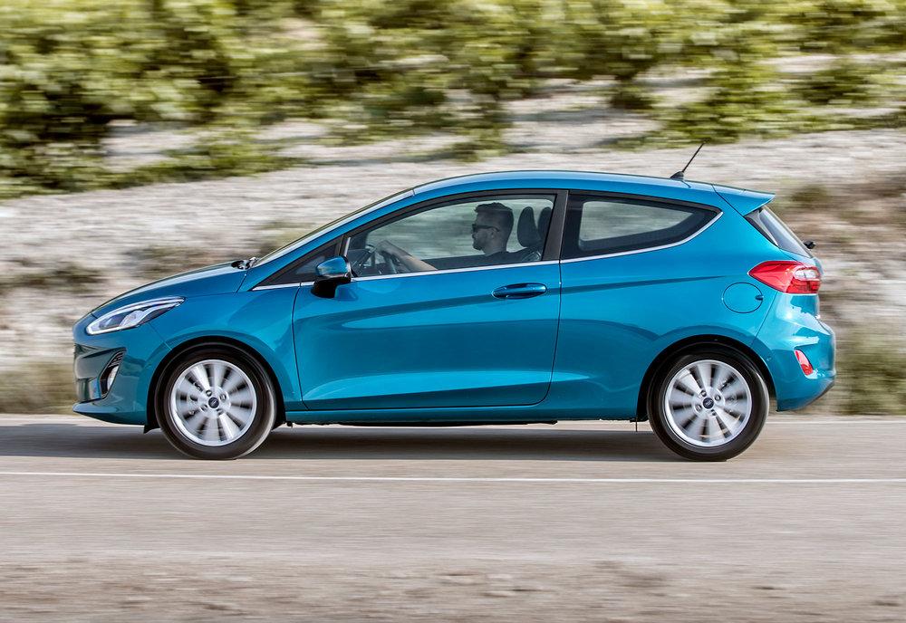 2017_Ford_Fiesta_Titanium_Wave_Blue_074.jpg