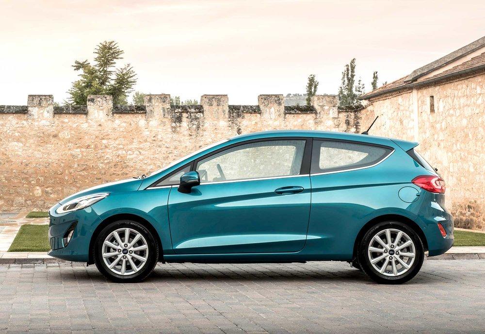 2017_Ford_Fiesta_Titanium_Wave_Blue_066.jpg