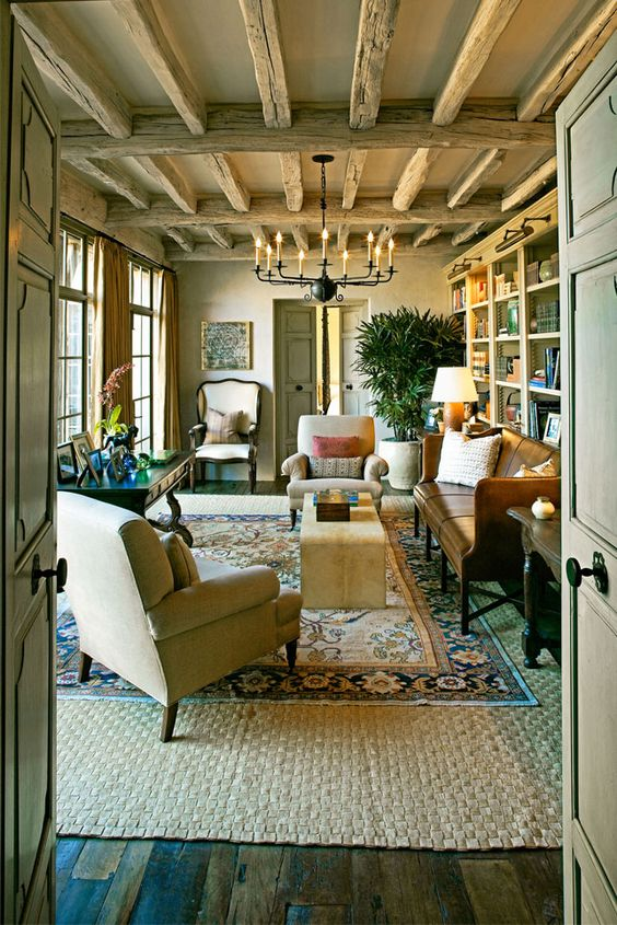Michael Smith is really an all American decorator and I love this room, especially the reclaimed wood floors, leather sofa done right, iron accents, and gorgeous  beams  on the ceiling.