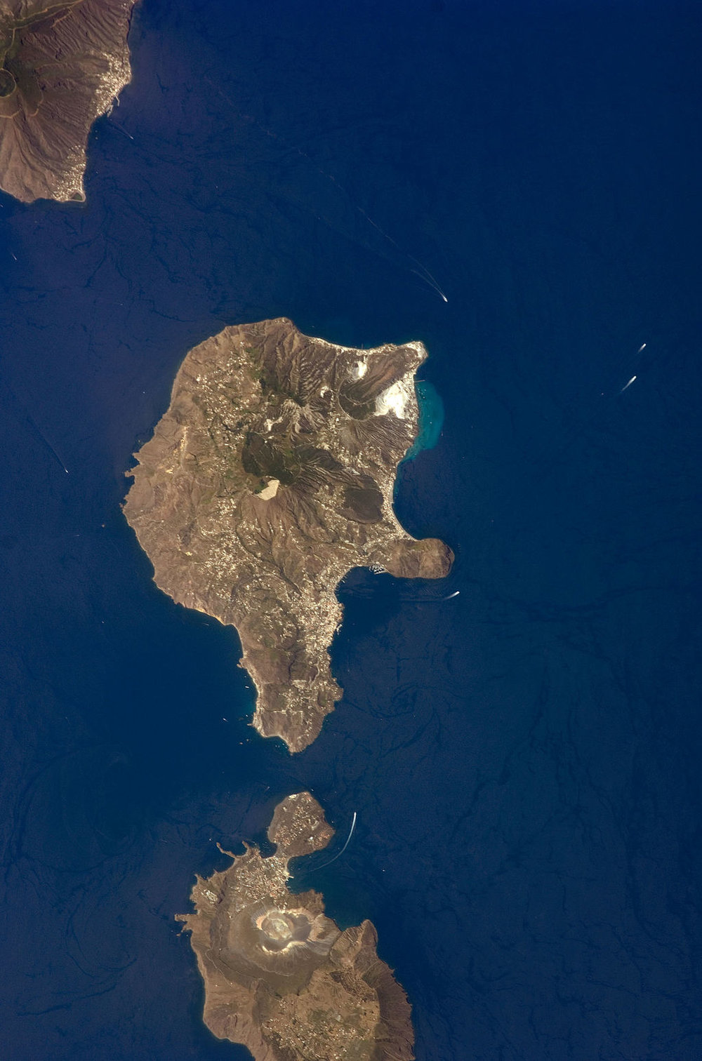 1024px-Aeolian_Islands_Lipari.jpg