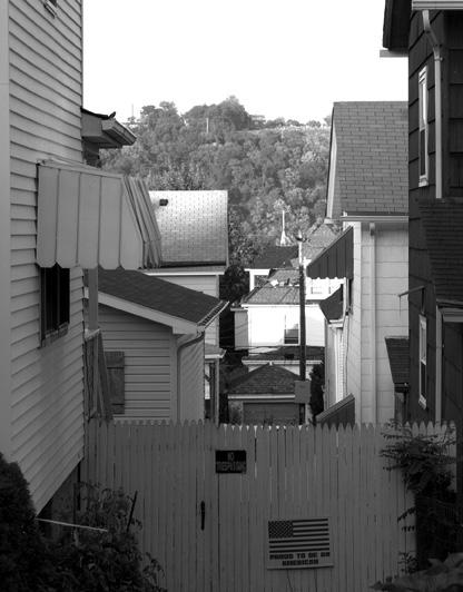 BetweenHousesCharleroiPA2006 (1).jpg
