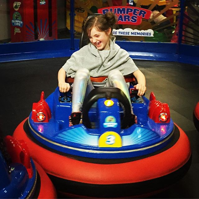 A few bumps a lotta giggles. #bumpercars #chuckecheese #citygirlcoralie #giggles #saturdayfun @chuckecheeses