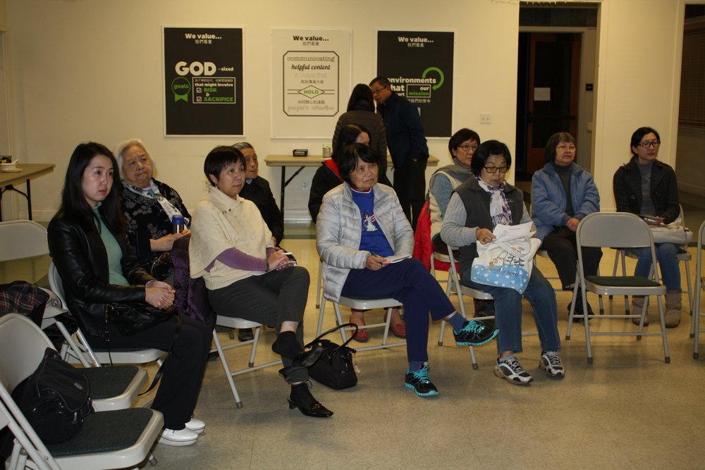 聽眾群包括了教會的弟兄姊妹和社區的朋友。
