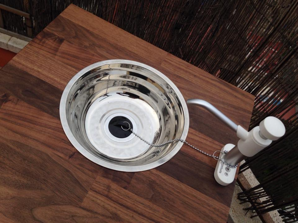 Unit with salad bowl for the wash basin - I cut a hole in the bottom for the plug