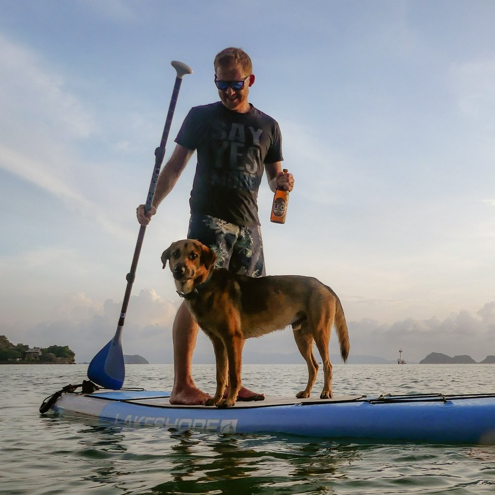 DC casually promoting a paddleboard, a dog, sunglasses and beer, without remotely selling his soul :)