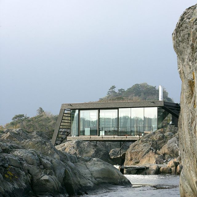 Norway does it well. @lundhagem used stilts to anchor this 75-square-metre holiday home to the rocks of an island in Norway, near Larvik.