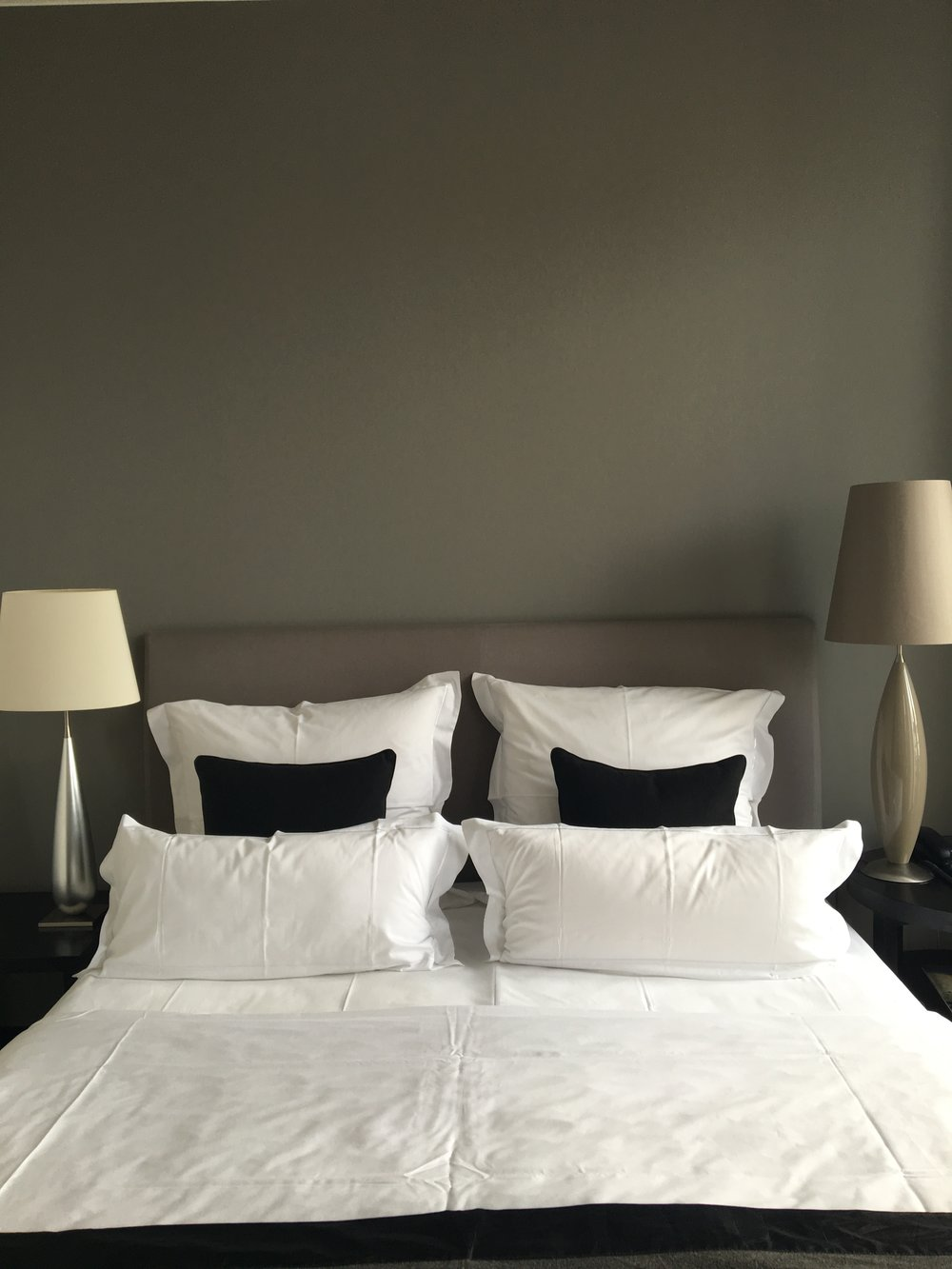 Cerês elegant hotel room.jpg