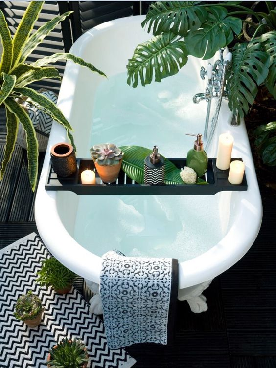 Bath with Caddy 2.jpg