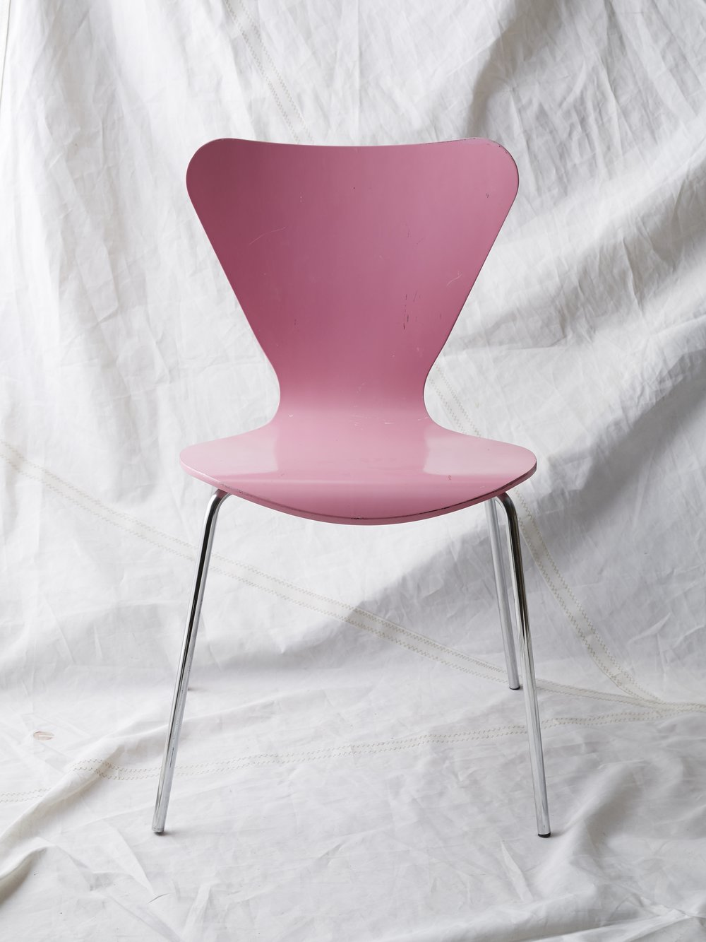 "CH019  Arne Jacobson pink chair 32"" H x 18"" W x 19"" D  $75/week"