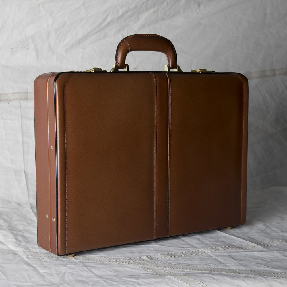 "LUGGAGE 02 MODERN BROWN LEATHER BRIEFCASE 18"" L x 13"" W x 4"" D"
