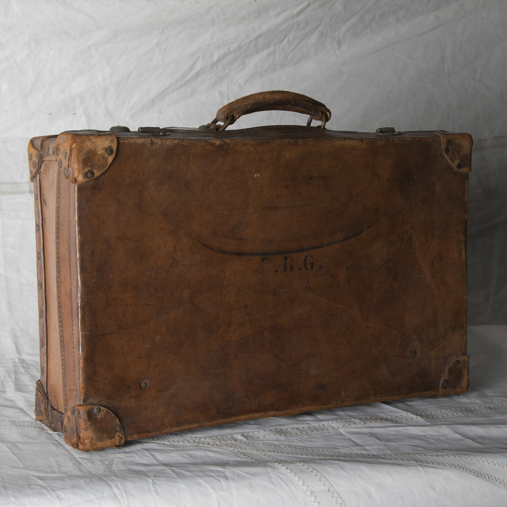 "LUGGAGE 09 VINTAGE BROWN LEATHER SUITCASE 22"" L x 14"" W x 6"" D"
