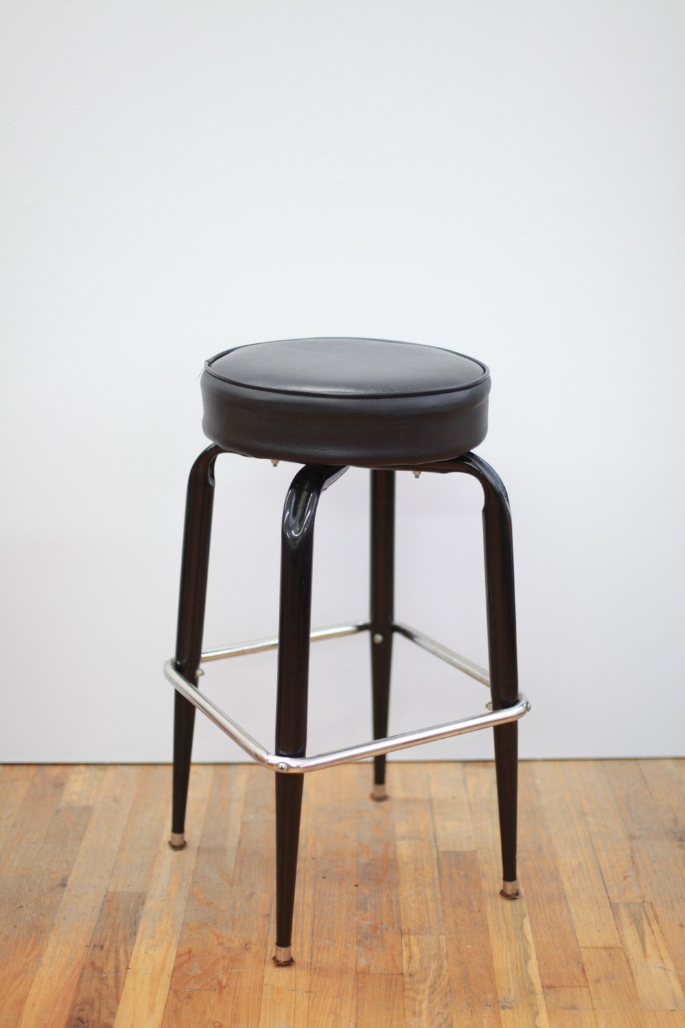"ST094  ORE BAR STOOL METAL+VINYL 14.5"" DIA x 29"" H  $100/week"