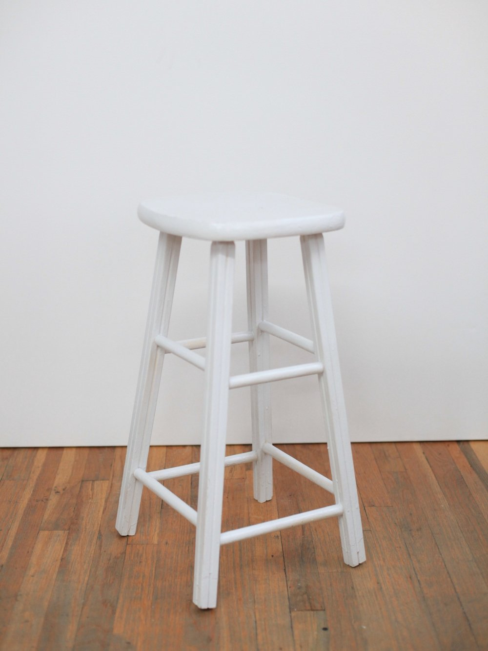 "ST002  WHITE PAINTED WOOD 12"" DIA x 25"" H  $60/week"