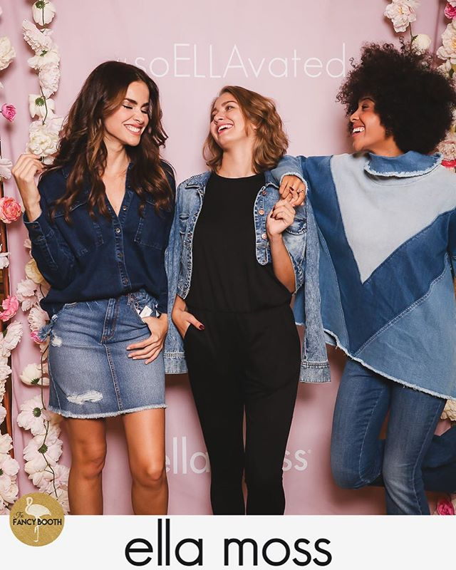 Apaixonadíssima pela coleção de peças jeans da @ellamoss 💕 Uma mais linda que a outra! Tive o prazer de conhecer uma das designers durante o evento e conversar com ela sobre todo o processo de fabricação. Foi muito legal ver o carinho dela por cada detalhe. E por isso não resisti e acabei comprando uma calça jeans linda, toda listrada na parte da coxa 😍 Depois vou postar foto para ver o que vocês acham!