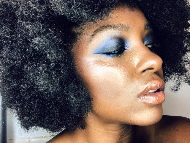 It is better to light a candle than curse the darkness. 💋 . . . . #teamnatural #naturalhair #danessamyricks #inspiration #smokyeyes #smokyeyeshadow #veganmakeup #veganmakeupshare #vegan #whatveganslooklike #mua #selftaughtmua #afro #berrycurly #respectthehair #highlights #contours #lipgloss #nudelips #4chairchicks #4chcselfielove #4chairstyles #catchtheeznappz #afroliciouswomen