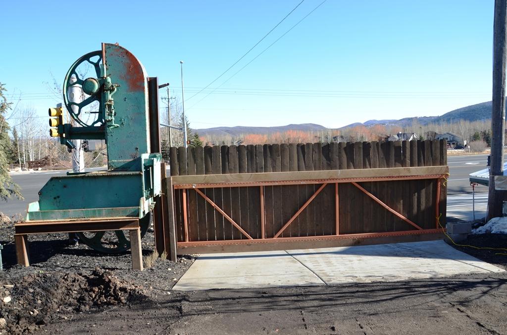 Bansaw Gate
