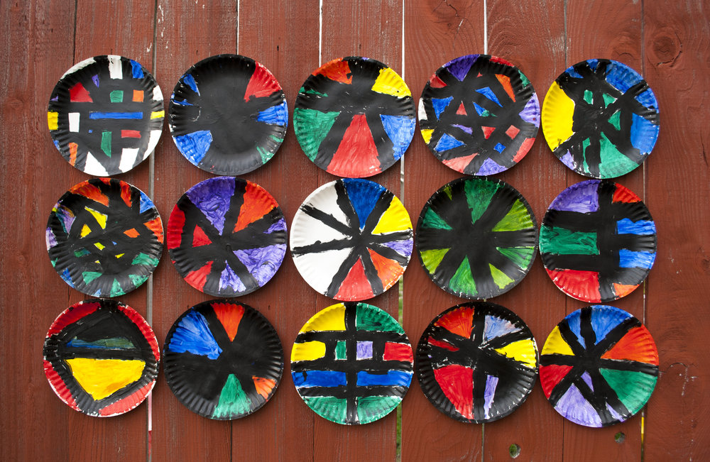 paper plates mosaic on fence.jpg