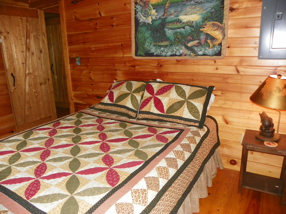 Turkey Scratch main level bedroom queen size bed