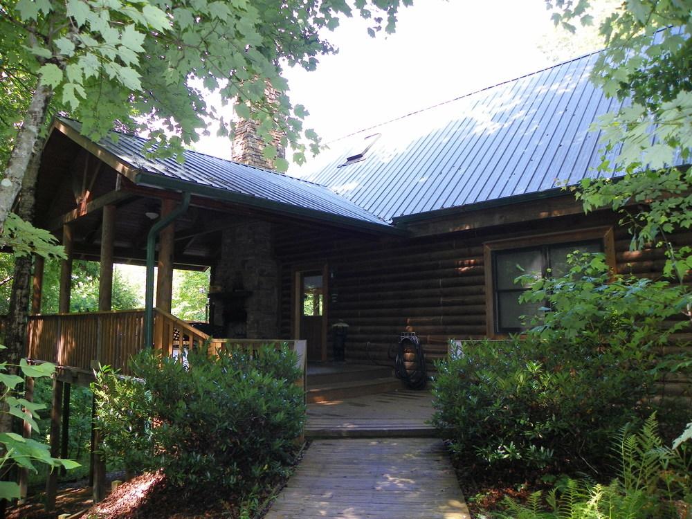 Hemlock Bluff front of cabin